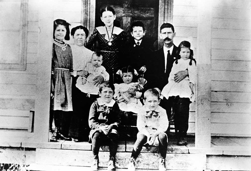 The family of Simon Aumont. Only Simon himself and Irène (seated, holding a doll), survived the great fire that devastated the region in 1916, Val Gagné (Ontario), [before 1916]. University of Ottawa Centre for Research on French Canadian Culture, TVOntario archive (C21), reproduced from the collection of Germaine Robert, Val Gagné, Ontario.